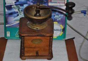 Старинная кофемолка фирмы Пежо